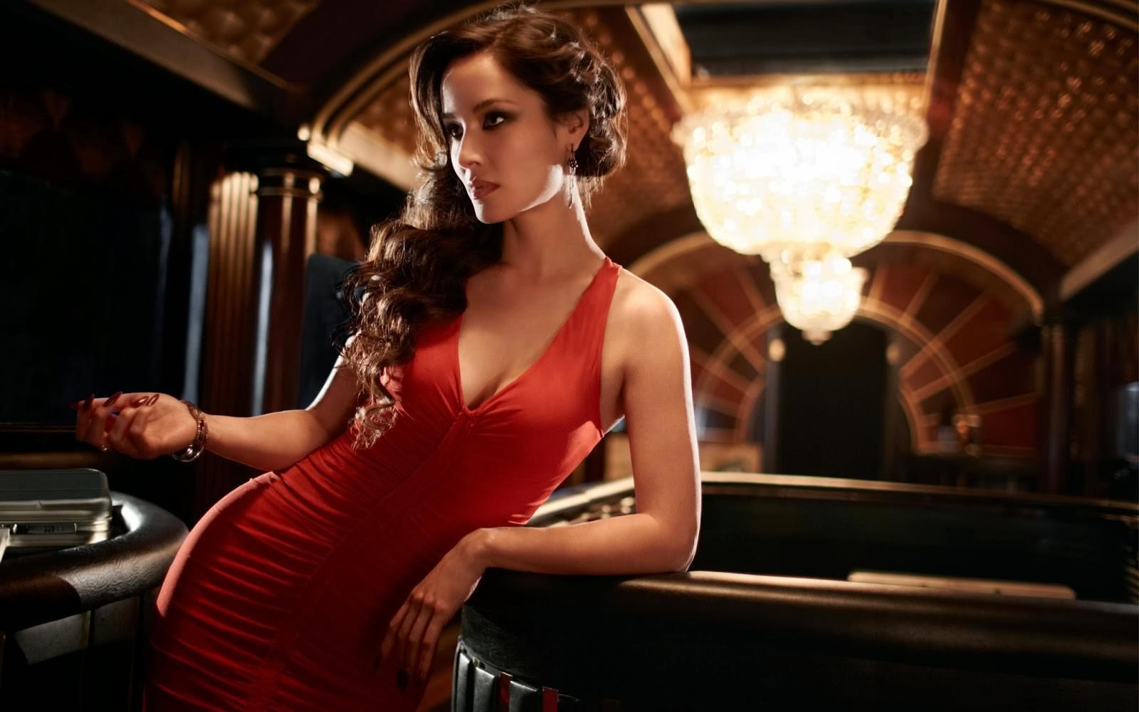 Hairstyles: 5 Bond Girl Looks